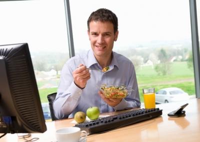 Tips para comer sano en la oficina el for Comida oficina